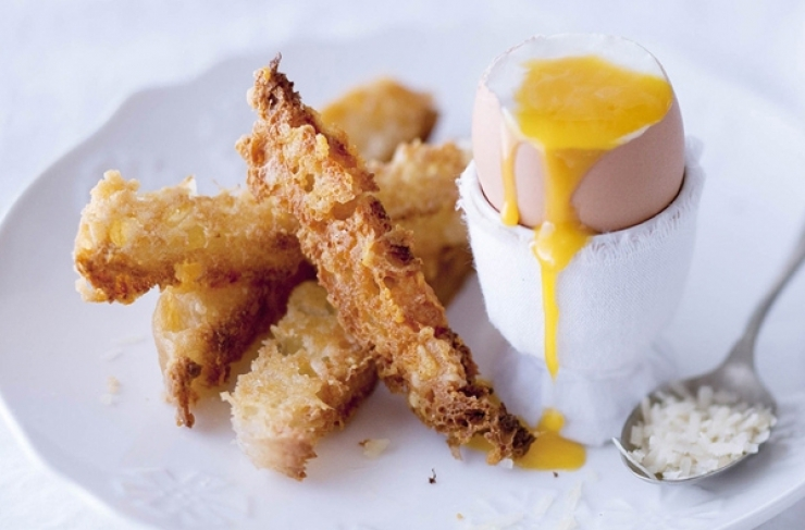 Toast strips with a soft boiled egg for dipping (Soldiers)